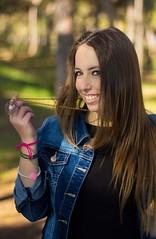 (LM fotografías) Tags: tree cute girl smile arbol happy photography 50mm photo cool bosque desenfoque l felicidad feliz fotografia collar lm sesion pinar mery objetivo ografia saturacionn
