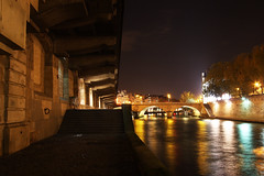 Petit Pont, vu du Quai Saint-Michel (**) Tags: street light paris france rio seine night river traffic fiume frana notredame noite luzes francia quai notte parigi sena iledelacite darknessandlight