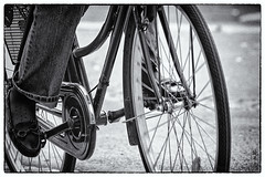 cyclist (alamond) Tags: street city blackandwhite bw bus monochrome canon is cyclist bored streetphotography boring 7d l usm ef mkii markii 70300 brane llens f456 alamond zalar