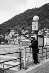 L'attracco a Como (sirio174 (anche su Lomography)) Tags: attracco como pontile battello boat lago lake navigazione