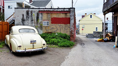Classic car in a Bloomfield alley (real00) Tags: city urban chevrolet yellow landscape alley classiccar pittsburgh cloudy pennsylvania antique urbanlandscape westernpennsylvania 2000s 2016 alleghenycounty 2010s chevroletstylemaster pittsburghregion willreal williamreal 1947chevroletstylemaster