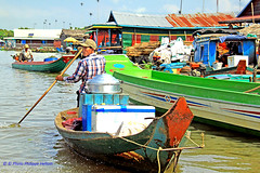 IMG_1331 restauration flottante.... (philippedaniele) Tags: cambodge eau crocodile siemreap bateau poisson navigation tonlesap pcheurs elevage maisonflottante batambang cambodgien elevagecroocodiles