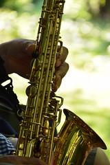 Saxophone close-up (Maria Eklind) Tags: park trees light summer musician music reflection green nature se sweden bokeh outdoor instrument sverige malm saxophone saxofon kungsparken spegling skneln