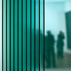 L'art vert (Gerard Hermand) Tags: paris france green glass silhouette museum canon vert muse visitor parallel centrepompidou verre gerhardrichter visiteur parallle formatcarr eos5dmarkii gerardhermand 1209217361