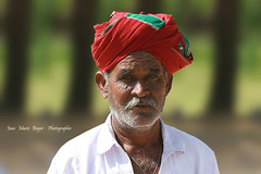 Indien dans le Gujarat - India (jmboyer) Tags: voyage travel portrait people india tourism face rural portraits canon photography photo eyes asia flickr faces photos expression retrato couleurs indian traditional picture culture tribal viajes lonely asie lonelyplanet turban sikh monde ethnic minority escalier couleur islamic gettyimages gujarat tourisme visage inde reportage nationalgeographic marches bhuj  minorities travelphotography jan palitana googleimage  go indiatourism colorsofindia incredibleindia indedunord plerins hodka indedusud photoflickr photosflickr canonfrance earthasia photosyahoo imagesgoogle artofimages raijpoute northemindia photogo nationalgeographie jmboyer photosgoogleearth guj4737