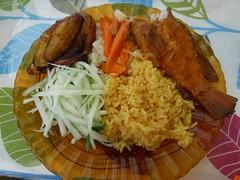 Fish Lunch(レッドスナッパー、ターメリックライス、キャベツとニンジン、キュウリ、バナナ) (lulun & kame) Tags: america dominica scottshead caribbeanfood americasfood アメリカ大陸の料理 アメリカ大陸 カリブ海料理 スコッツヘッド ドミニカ