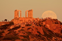 moon rising over poseidon temple (alexandros9) Tags: moon rising ancient greek temple godofsea poseidon attica cape sounion greece