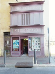 Novaro (Aot 2016) (Ostrevents) Tags: marseille bouchesdurhne france europe europa 13 vieuxport oldhaven port haven magasin boutique shop laboratoire labo lab photographe photo picture facade faade artisan chn ostrevents navaro