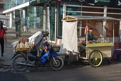 street vendors (the foreign photographer - ) Tags: oct62016sony street vendors motorcycle cart phahoyolthin road bangkhen bangkok thailand sony rx100