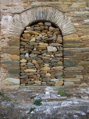 Sans issue (afantelin) Tags: door stone island pierre ile greece porte grce andros