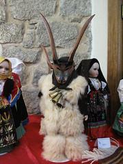 Orgosolo - Cortes apertas (Andrea Duranti) Tags: sardegna italia sardinia folk folklore autunno murales sardinien cortes costumi orgosolo barbagia sardi nuoro cortesapertas apertas autunnoinbarbagia