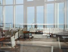 Trasparenze invernali. (GiannLui) Tags: bar mare inverno ristorante tavoli arenzano tavolini luccichio