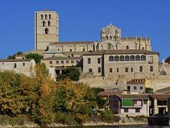 Una foto más de la Catedral de Zamora (Luicabe) Tags: luiscabellocatedraltorrecúpulapalaciopuertamurallaobispobarrioolivaresrioduerozamorayarat1luicabeenazamoradoolympusomdem10