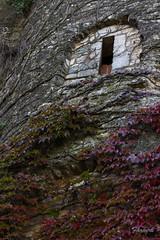 Finestra (farnerspuente) Tags: autumn macro canon catalonia 100mm girona 7d l otoo catalunya 28 usm gerona tardor
