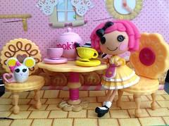 crumbs tea (jinxpano) Tags: cookie sugar crumbs teaparty playset lalaloopsy lalaloopsymini