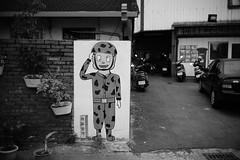 Yes, sir (Danny Chou) Tags: street leica bw black digital 35mm paint f14 snap summilux  rf s7 m9 type2 35mmf14 rangerfinder e41 preasph   57