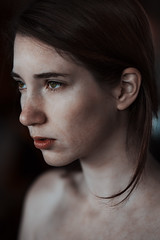 (Alberto Bandini) Tags: portrait green nikon mood natural bokeh 85mm naturallight freckles brunette 18 brownhair d610