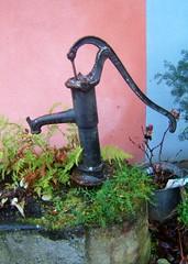 La vieille pompe (MAPNANCY) Tags: rose eau couleurs vert bleu alsace fontaine pompe