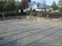 141. Еп. Арсений на строительстве храма в Долине 2007 г