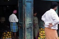 @ Parrys corner (Kals Pics) Tags: india parrys chennai tamilnadu sowcarpet gestures life people street cwc roi chennaiweelendclickers rootsofindia kalspics men woman expressions mannerism singarachennai door fuits market
