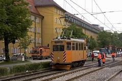 Wagen 2942 fhrt nun durch die Dachauer Strae Richtung Moosach (Frederik Buchleitner) Tags: 2942 abnahmefahrt arbeitswagen fahrdrahtkontrollwagen fahrleitungskontrollwagen fkwagen munich mnchen strasenbahn streetcar tram trambahn