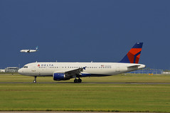 Delta Air Lines N369NW (V1 Aviation Photography) Tags: delta airbus yyc a320 deltaairlines a320200 calgaryinternationalairport a320212 cyyc n369nw