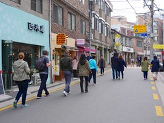 Seochon Village (Travis Estell) Tags: korea seoul southkorea jongno waffleshop republicofkorea sharedstreet hyoja jongnogu hyojadong    cheongunhyoja cheongunhyojadong seochonvillage