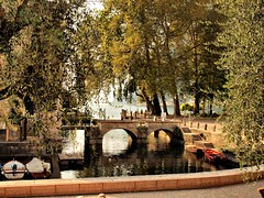 Riva Bridge 052 (saxonfenken) Tags: bridge autumn italy boats gamewinner 6926 challengewinner herowinner pregamesweep pregameduel 6926bridge rivallakegarda