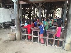 Classe d'enfants au Cambodge avec Globalong (infoglobalong) Tags: temple cambodge asie enfants cultures aide bouddhisme ducation soutien bnvolat enseignement bnvoles volontaires handicaps volontariat globalong humanitariat