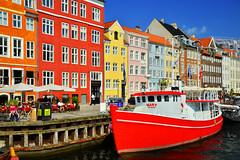 20160531_0276 (chupoptero) Tags: windows denmark nyhavn kbenhavn brightred cophenhagen