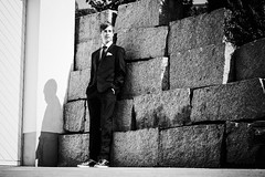 Jan II (Christian Doelz Fotografie) Tags: bw bayern deutschland cool wand garage fugen hose shooting mann tor augen kontrast stein weiss schuhe blick nase schwarz junge busch beine mauer jacke hnde krawatte anzug haare kopf ohren tasche bauch hemd weis knpfe arme sehen hosentasche ktz