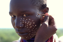 Face painting, omo valley (Rood zand) Tags: africa face painting children paint child valley ethiopia tribe karo omo omorate