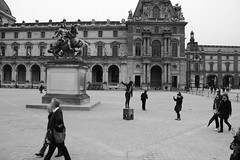People posing in front of the Pyramide du Louvre (cesar-cdr) Tags: voyage trip travel people blackandwhite bw paris building art tourism stone museum architecture contrast pose garden walking french poser artwork artist place noiretblanc louvre perspective streetphotography jardin posing jr tourist nb tuileries pyramide oeuvre franais marche parisian tourisme artiste touriste parisien franaise marchant oeuvredart