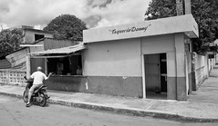 Taqueria Danny (Rob Sneed) Tags: street mexico helmet streetphotography motorcycle conversation gesture sanmigueldecozumel taqueriadanny