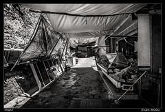 Entre toldos (meggiecaminos) Tags: street bw white black blanco awning strada negro streetphotography bn sunshade mercado butcher morocco maroc marocco marruecos mercato bianco nero tenda streetmarket asilah toldo carniceria macello