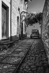 Fiat_500 (serdor) Tags: vicolo scorcio bianconero digitale nikon nikkor 35 afd df