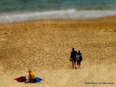 La femme en jaune (JEAN PAUL TALIMI) Tags: biscarrosse vent exterieur dune deux vague talimi texture sable saisons sudouest landes aquitaine ocean vieux lumieres extrieur solitude
