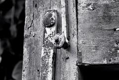 Puerta - Door (i.puebla) Tags: espaa spain catalua catalonia girona ampurdn empord puerta door madera wood bw blancoynegro blackandwhite blackwhite byn nikon d3000 50mm