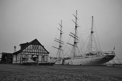 Stralsund (funk_explosion) Tags: november bw fog mare nebel harbour balticsea sw hafen ostsee stralsund gorchfock mecklenburgvorpommern fujix100