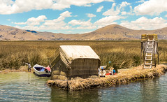 family (kasiahalka (Kasia Halka)) Tags: lake peru uros laketiticaca southamerica totora island puno quechua floatingislands preincan titiqaqa artificialislands floatingreeds