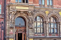 Door Decore _6631 (hkoons) Tags: art monument statue bronze image country nation craft poland polish balticsea replica poles casting gdansk danzig easterneurope likeness gdask artform