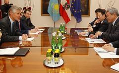 Generalsekretär Linhart trifft Vize-Außenminister von Kasachstan Zhoshybayev