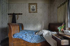 be . the evil bestowed on you (Ruinenstaat) Tags: abandoned lost bed bett bedroom decay neglected ruine urbanexploration dust derelict oblivion urbanexploring schlafzimmer schlaf urbex leerstand lostplace ruinenstaat tumraneedi