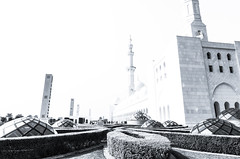 Contrasts (nico_enders) Tags: uae grand courtyard mosque zayed abudhabi sheikh unitedarabemirates minarets sheikhzayedgrandmosque monsque