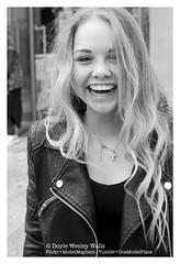 Britney, on the Champs-lyses (Doyle Wesley Walls) Tags: portrait blackandwhite woman sexy girl beautiful smile face female donna mujer gesicht chica retrato feminine femme cara bonito longhair portrt lindo teen photograph blonde bonita rubia laughter mooi sorriso sonrisa lovely bb portret guapa britney hermosa fille sourire ritratto  mdchen beau fminin ragazza lcheln femenino bello faccia glimlach flicka seductor weiblich schn dziewczyna  vacker kobieta smuk kaunis femminile frumos sduisant pikny ena fallegur kvinna umiech sexig  skjnn 0735 sexet seksowny  doylewesleywalls