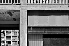 park hill - the other side (Harry Halibut) Tags: park shadow bw blancoynegro branco way concrete blackwhite alley noiretblanc empty south sheffield yorkshire hill images preto flats tiles vacant crown passage zwart wit derelict weiss bianco blanc nero allrightsreserved balustrade ginnel unloved noire schwatz sheffieldbuildings contrastbysoftwarelaziness colourbysoftwarelaziness imagesofsheffield sheffieldarchitecture 2016andrewpettigrew sheff1605041710