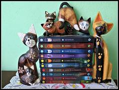 Mi tesoro de literatura felina !!! (MaPeV) Tags: cats canon chats los chat tabby kitty gatos books powershot gato kawaii neko katze morris libros gatti felin gattoni guerreros gattini g16 tabbyspoted bellolindoguapetn