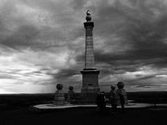 Coombe Hill at Last Light (cycle.nut66) Tags: sky people monument clouds contrast boer four war path horizon hill olympus micro coombe thirds evolt hight epl1 mzuiko grainyfilmarrtfilter