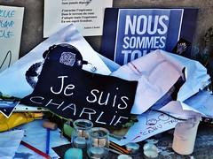 22 - Et, de la mme manire que Toulouse tait Charlie, (AMToulouse) Tags: toulouse placeducapitole archivesmunicipales jesuischarlie 13novembre2015 tmoignagesattentats