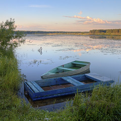 a date (Sergey S Ponomarev - very busy) Tags: sergeyponomarev canon 70d eos ef24105f40l nature natura landscape paysage paesaggio sunset romance boats water clouds panorama hdr viatka vyatka wjatka kirov russia russie europe july 2016 summer lestate grass reflection reflessi forest woods               meeting date love